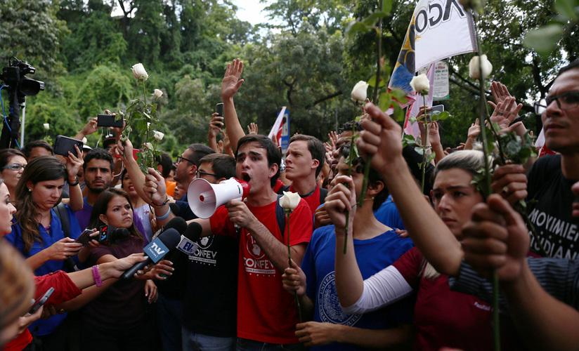 En Venezuela no pasará lo mismo que en Bolivia: Cabello