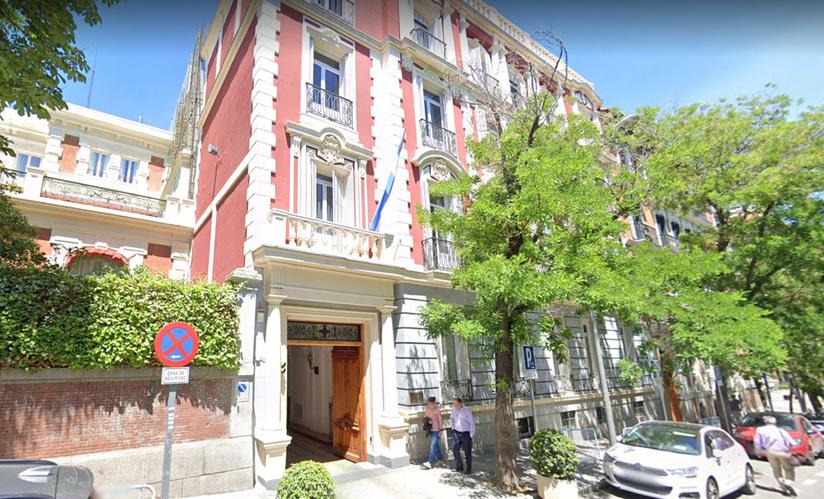 16 embajadores de Macri dejan la sede diplomática — Volver a casa