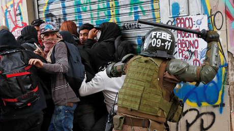 Policía reprime una protesta contra el gobierno de <strong><a href=