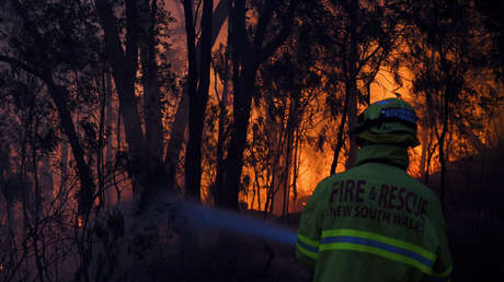 FOTOS, VIDEO: Al menos 3 muertos, varios desaparecidos y alrededor de 150 casas destruidas por incendios forestales en Australia