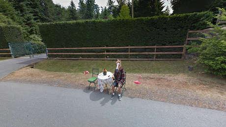 """Google Maps se queda """"sin palabras"""" ante el surrealismo de esta 'visión' callejera (VIDEO)"""