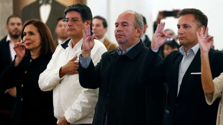 """Gobierno de facto en Bolivia amenaza con detener a legisladores del partido de Morales  por """"subversión y sedición"""""""