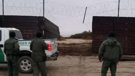 Resultado de imagen para rompen valla fronteriza para cruzar a Estados Unidos,traficantes