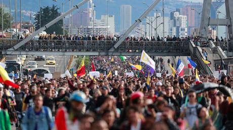 Indígenas colombianos se suman a las protestas en Bogotá mientras aumentan los reclamos al Gobierno de Duque