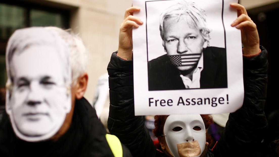 Padre de Assange: EE.UU. abusa de los sistemas judiciales de otros países para atacar a sus enemigos