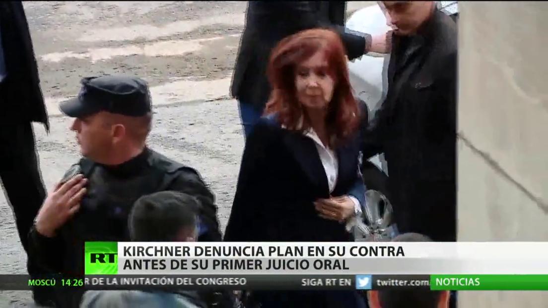 """Kirchner denuncia """"un plan sistemático en su contra"""" antes de su primer juicio oral"""
