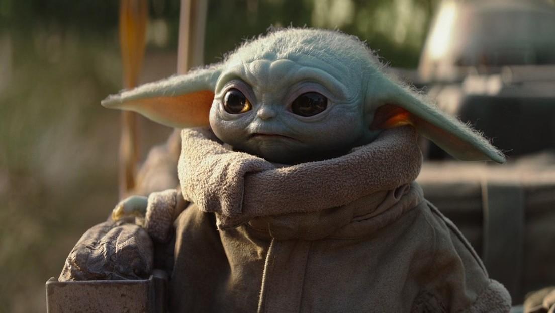 El 'bebé Yoda' aprieta botones en la cabina de una nave espacial y su meme hace enloquecer a los fanes