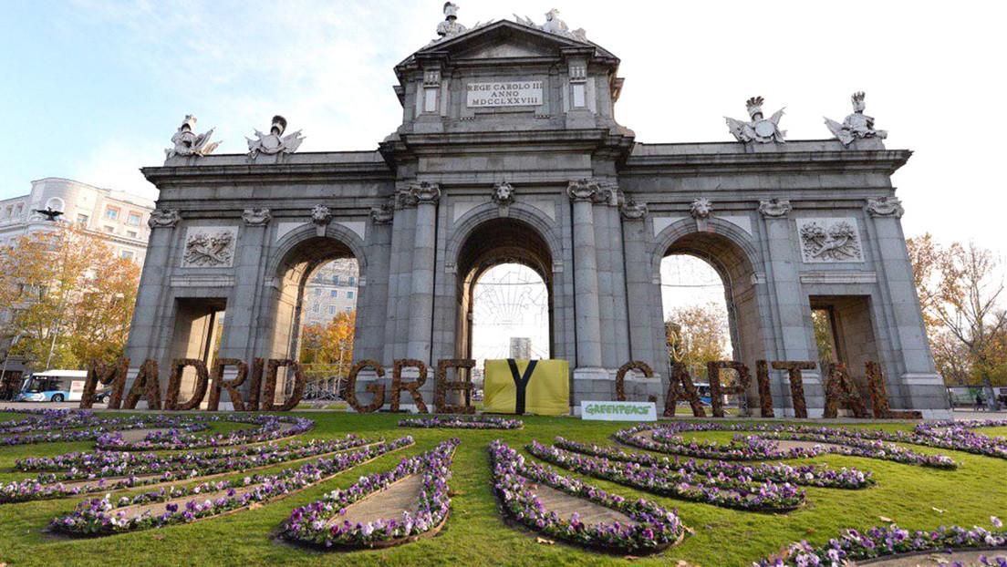 Greenpeace cambia el lema 'Madrid Green Capital' por 'Madrid Grey Capital' para denunciar las políticas del Ayuntamiento