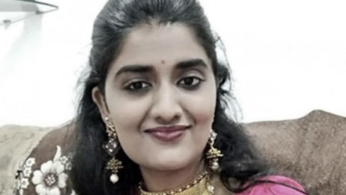 """Madre de un acusado de violar y asesinar a una veterinaria en la India propone quemar a su hijo """"como fue quemada"""" la víctima"""