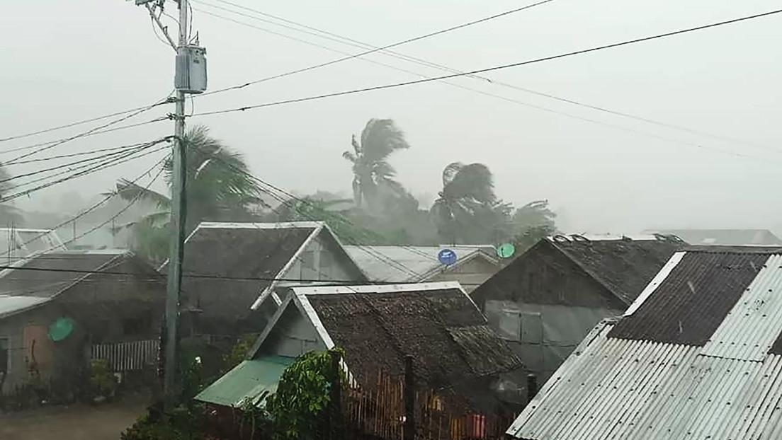 La llegada a Filipinas del tifón Tisoy causa la evacuación de más de 200.000 personas y la cancelación de más de 100 vuelos