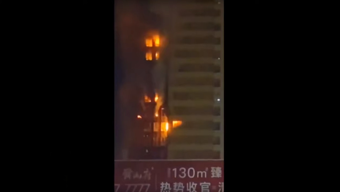 VIDEO: Se incendia un edificio residencial de 25 pisos en China