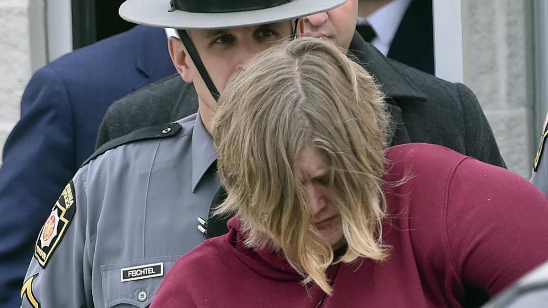 Acusan de asesinato a una mujer que dijo a la Policía que sus hijos se habían suicidado