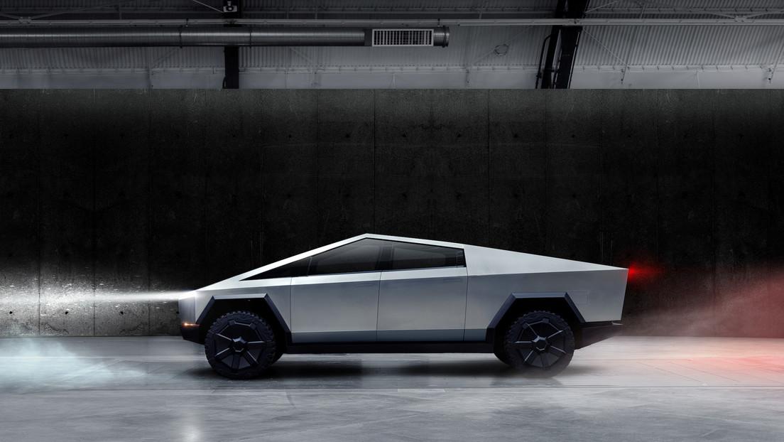 El Cybertruck se inspiró en un coche de una película de James Bond comprado por Elon Musk por casi un millón de dólares