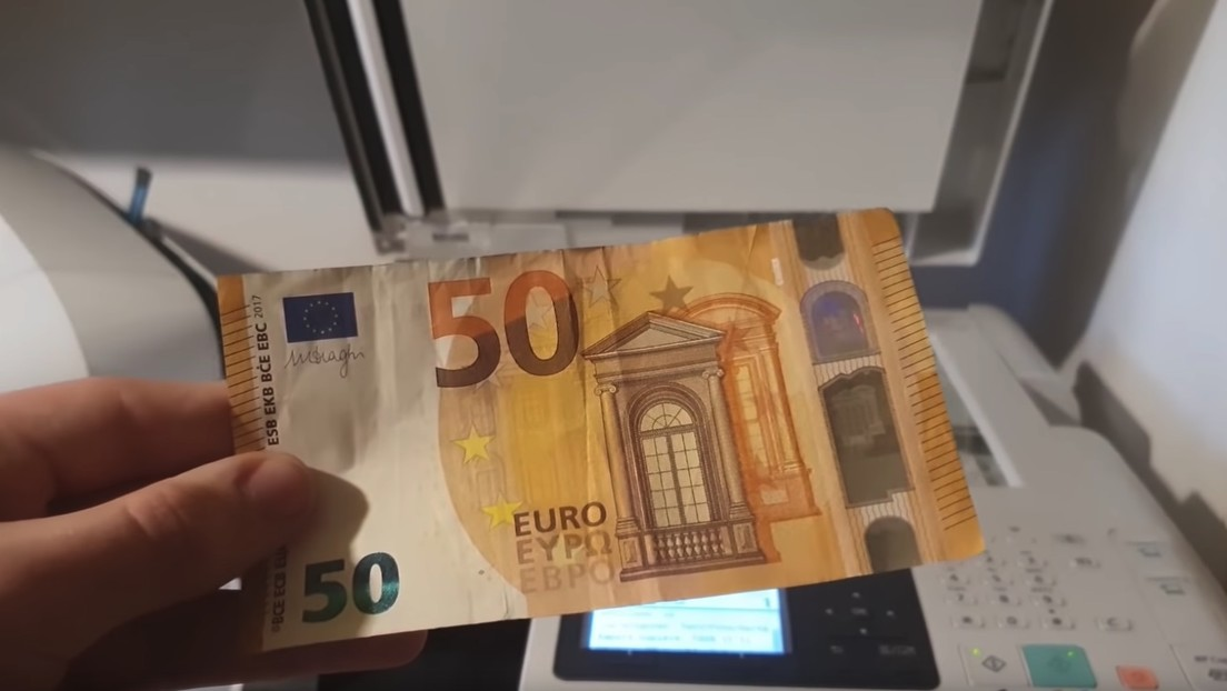 ¿Qué pasa si intentas fotocopiar un billete?: un usuario lo prueba y graba cuál es el resultado