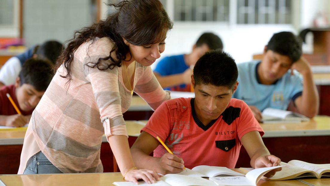 El Gobierno de Perú amplía a 17 los delitos para cesar a docentes de por vida