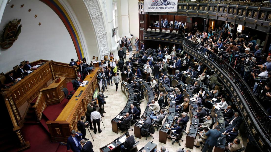 La Contraloría venezolana podría inhabilitar a diputados opositores inmersos en escándalos de corrupción