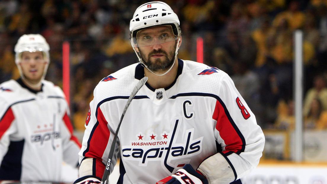 VIDEO: El jugador ruso de hockey Ovechkin usa un soplete para 'arreglar' su casco en pleno partido de la NHL
