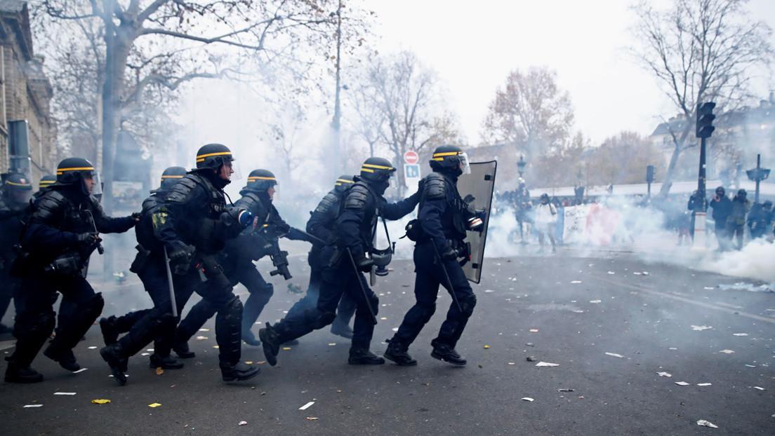 Corresponsal de RT, alcanzada por una granada durante los disturbios en París