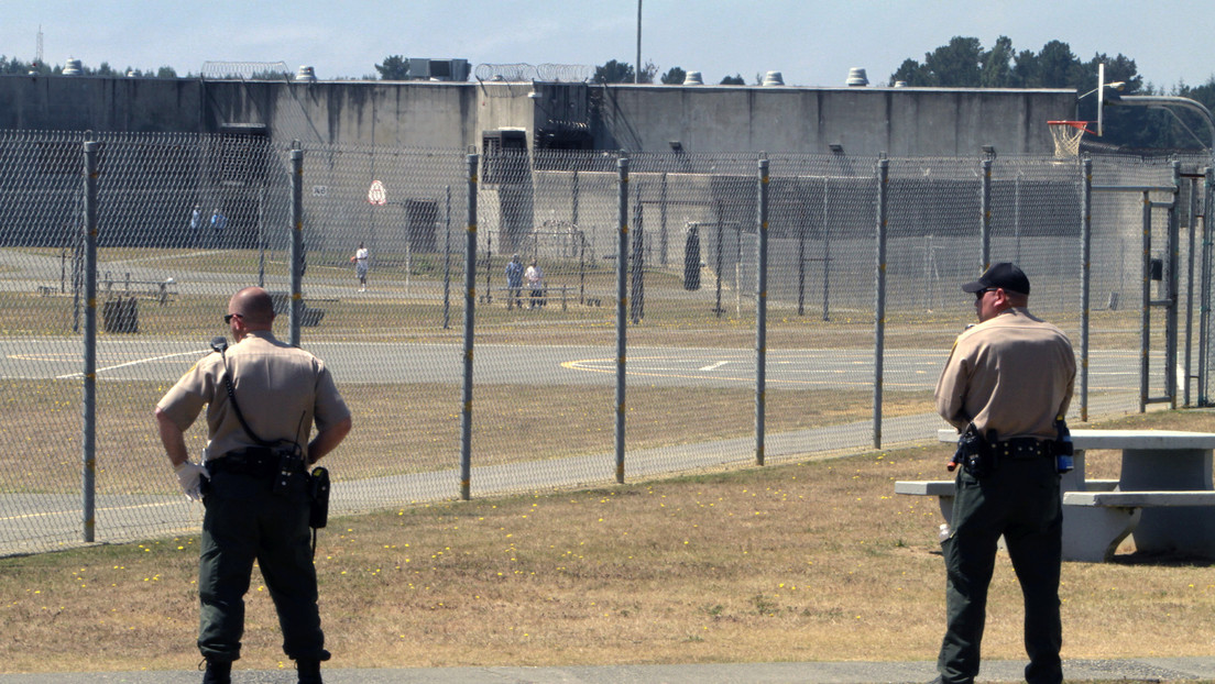FOTO: Funcionarios de prisiones de EE.UU. se fotografiaron haciendo el saludo nazi