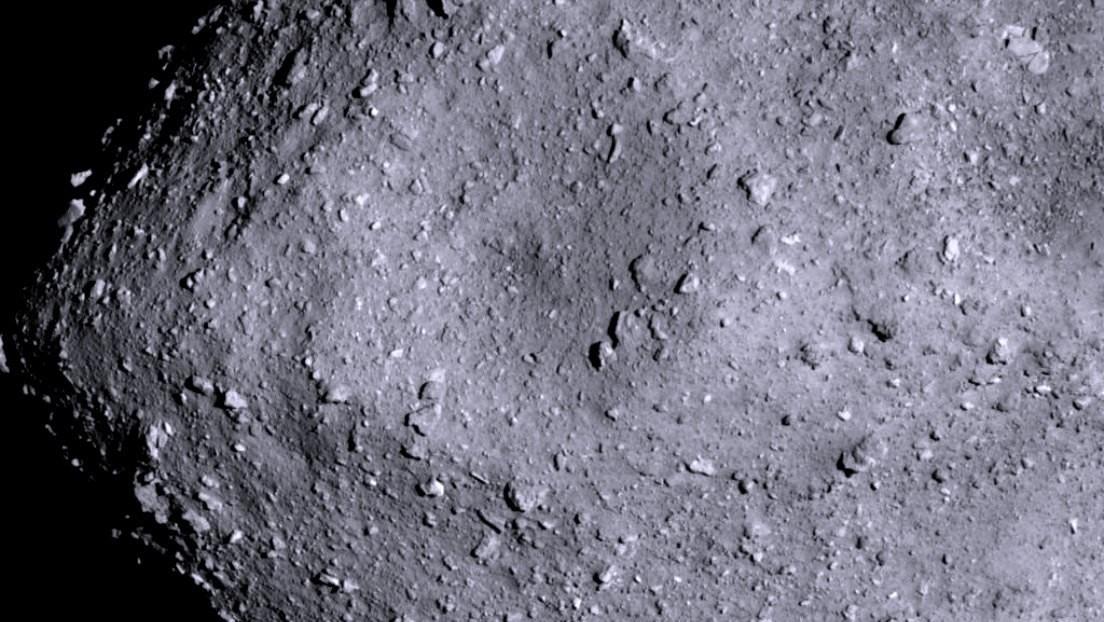 Científicos elaboran un catálogo de cráteres del asteroide Ryugu y hallan algo inexplicable