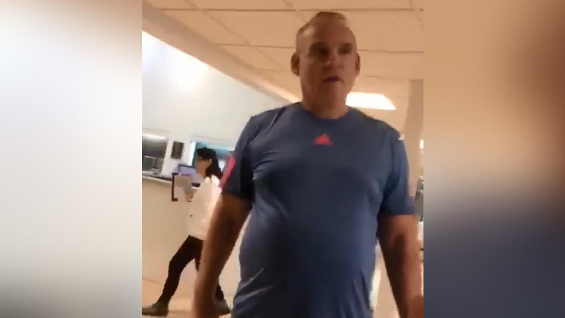 """Adolescentes puertoriqueños acusan a un político de Florida de enviarlos a """"cortar césped"""" por hablar en español"""