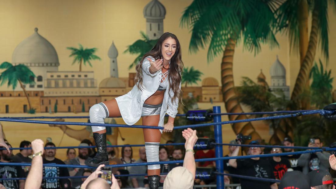 Luchadora de la empresa rival es captada por las cámaras en pleno combate de la WWE y provoca un 'dramático' reto viral