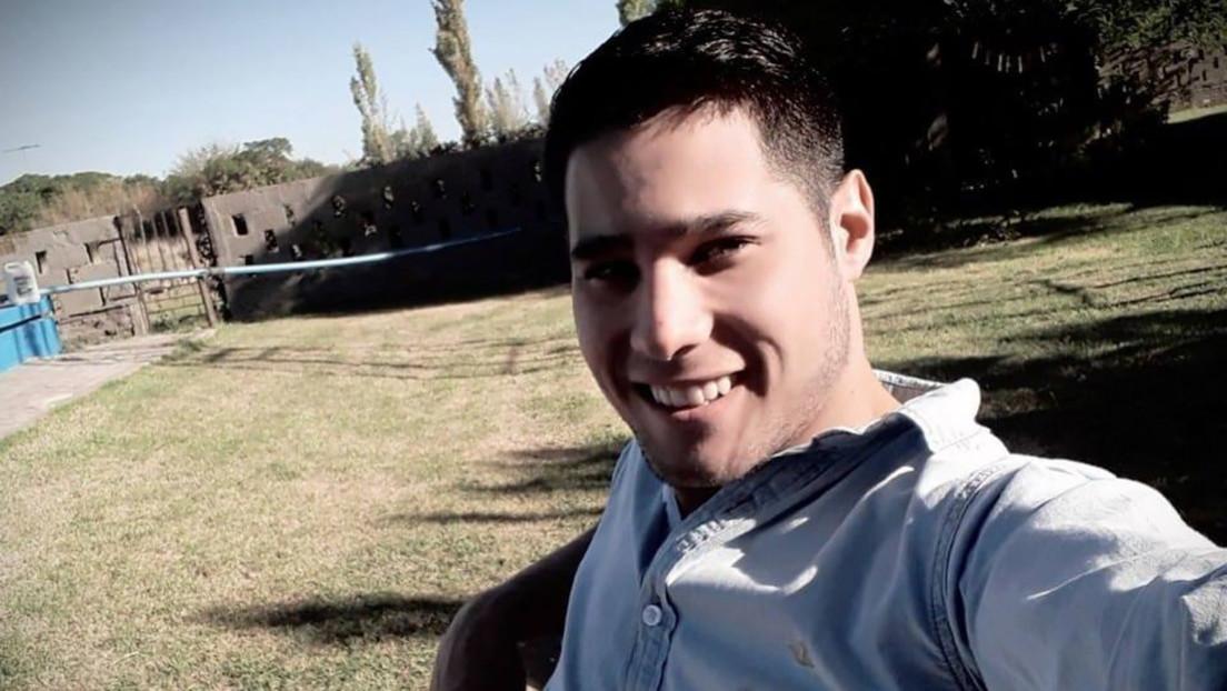 Un policía argentino apuñala fatalmente a su exnovia de 20 años el día de su cumpleaños frente a sus amigas