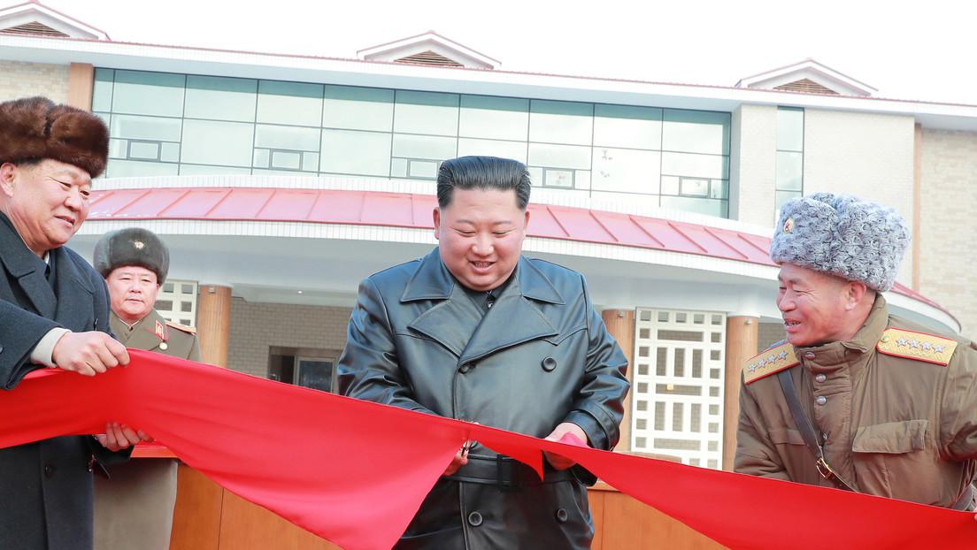 """Kim Jong-un inaugura un """"balneario similar a una ciudad"""" con fuentes termales ideado por sus padre y abuelo"""