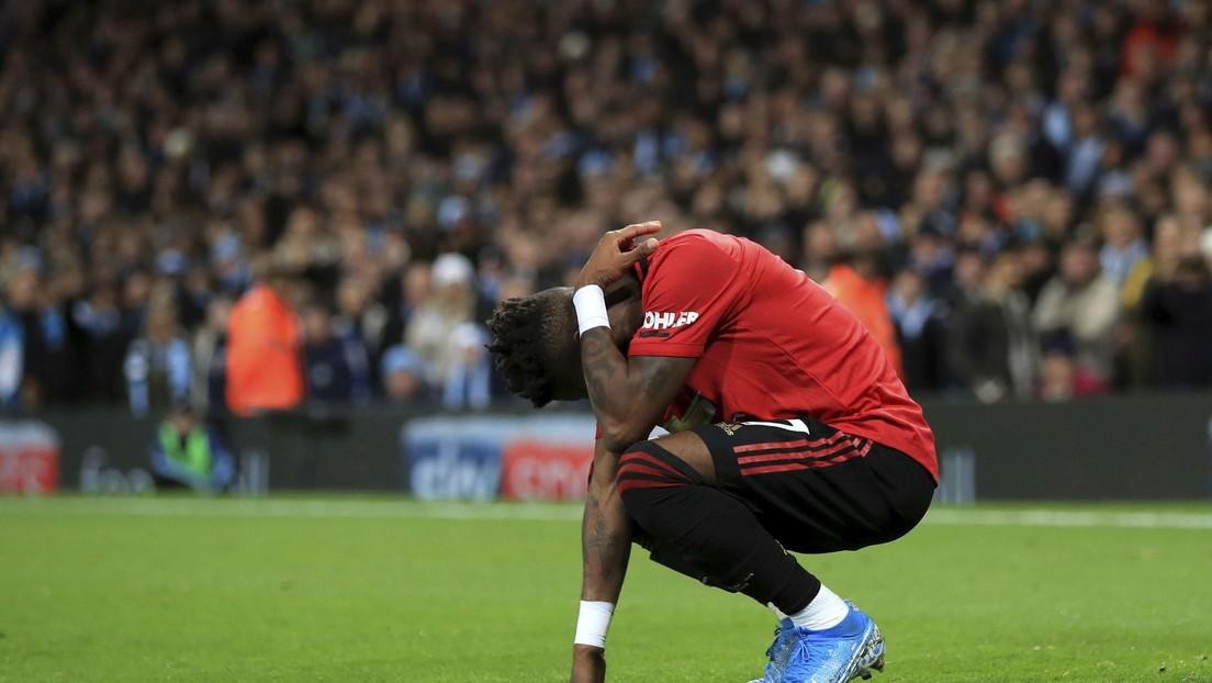 VIDEO: Lanzan objetos y entonan insultos racistas contra el futbolista Fred del Manchester United en pleno partido