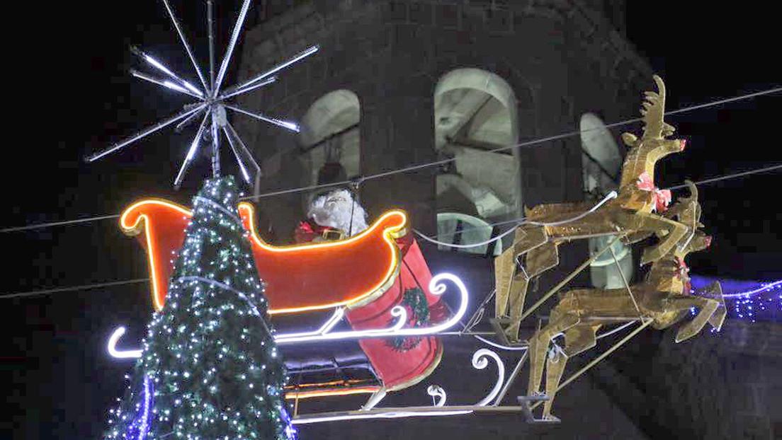 VIDEO: Papá Noel visita México y su trineo se estrella contra un edificio