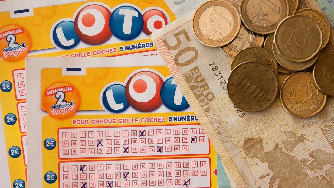 Una mujer descubre por Facebook que ganó 5 millones de dólares en la lotería