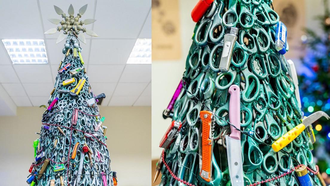 FOTOS: Árbol de Navidad decorado con artículos confiscados engalana el aeropuerto de Vilna