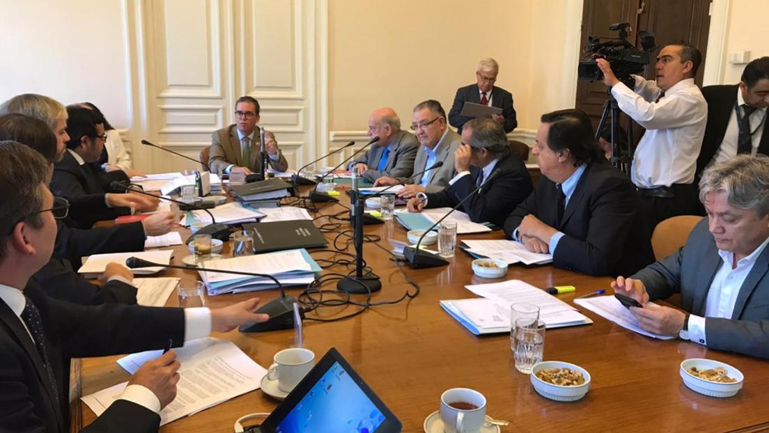 """Comisión de Seguridad del Senado de Chile suprime texto general de la 'ley antisaqueos' porque """"criminaliza la protesta"""""""