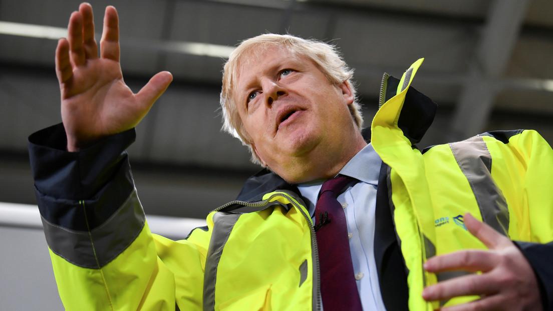 VIDEO: Boris Johnson se niega a mirar la fotografía de un niño enfermo en el suelo de un hospital y le llueven las críticas