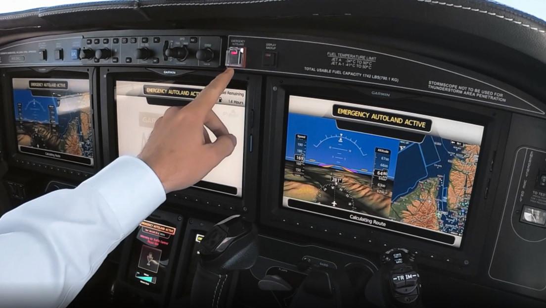 Desarrollan un botón que permite a un pasajero aterrizar el avión