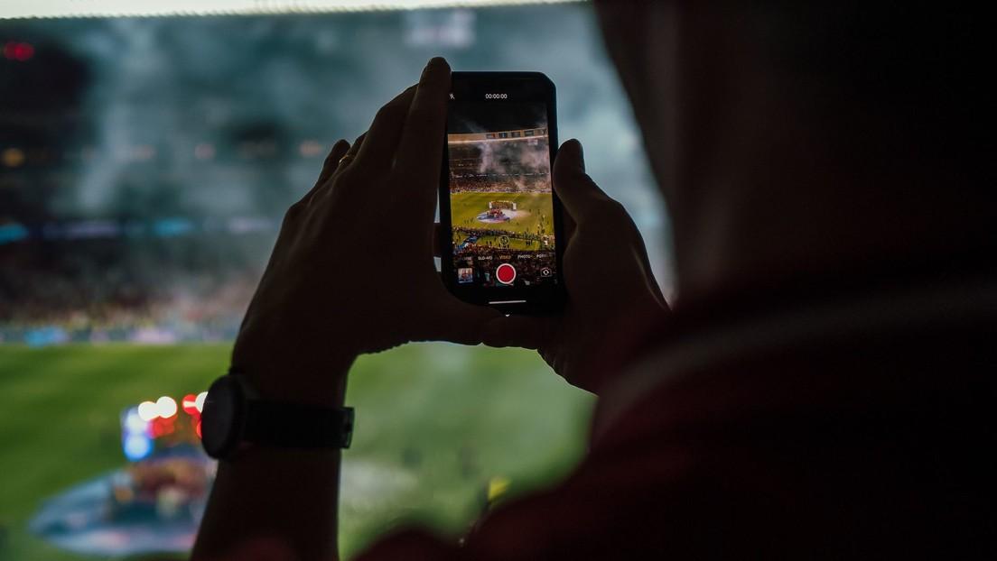 Realizan la primera transmisión del mundo de un partido de fútbol en formato vertical para dispositivos móviles (VIDEO)