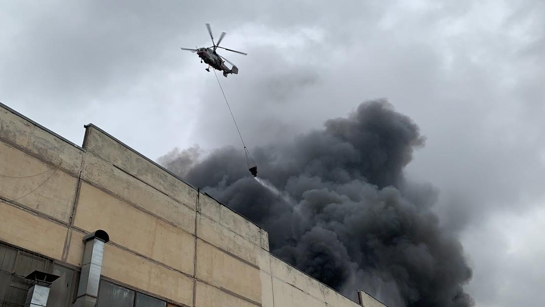 Se declara un gran incendio en un almacén de telas en Moscú (VIDEOS)