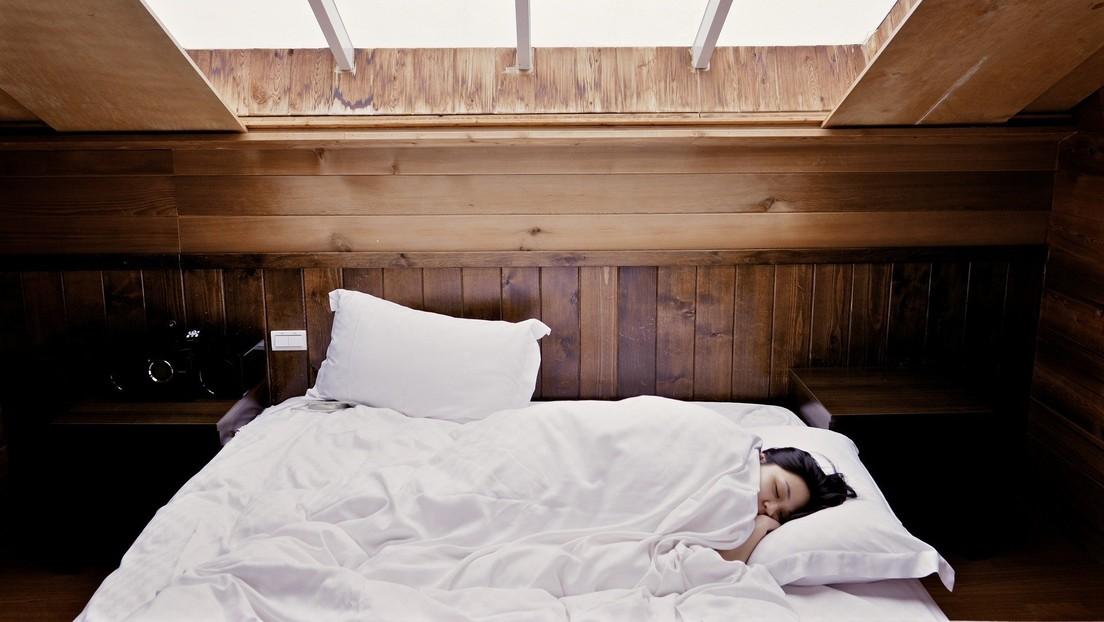 Dormir nueve horas o tomar siestas puede ser peligroso a partir de los 60 años