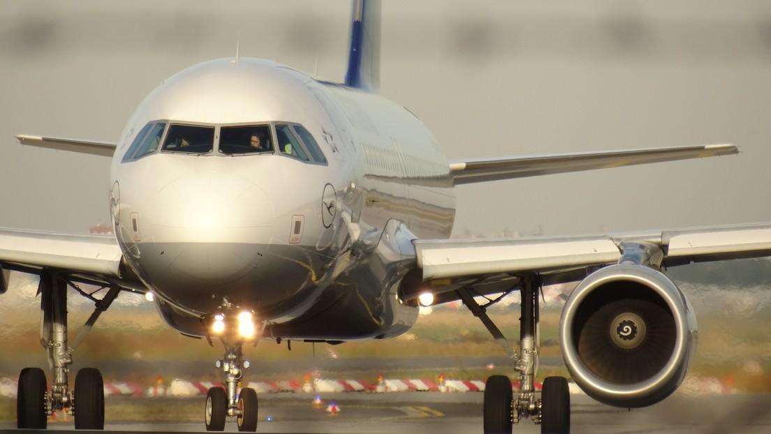 VIDEO: Pilotos luchan por aterrizar aviones en medio de fuertes vientos cruzados en un aeropuerto inglés