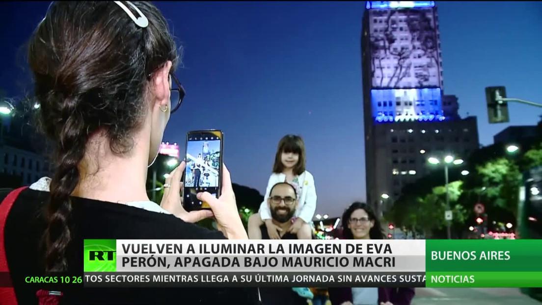 Vuelven a iluminar el mural de Eva Perón en Buenos Aires apagado por el Gobierno de Macri