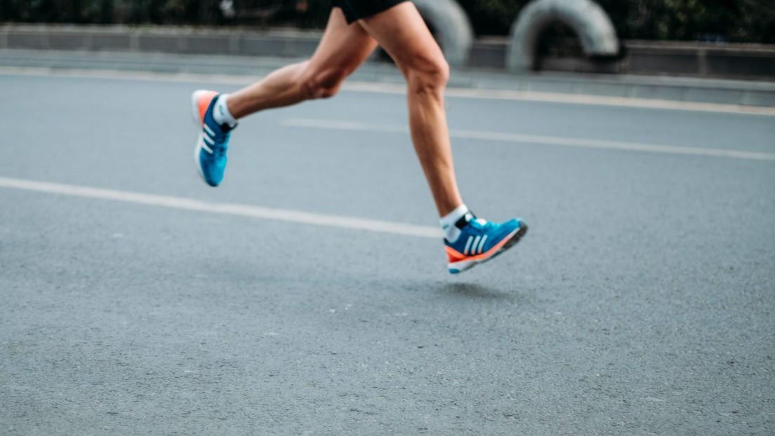 Arrestan al maratonista que manoseó a una reportera durante una transmisión en vivo