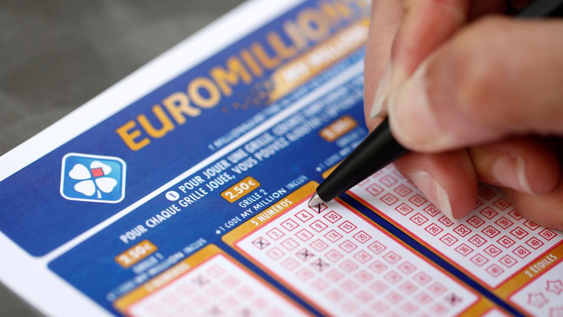 Absuelven a una mujer que no compartió un premio de más de un millón de euros con su grupo de lotería