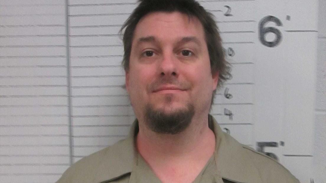 Un exgobernador de EE.UU. indulta al violador de una niña de 9 años condenado a 23 años de cárcel