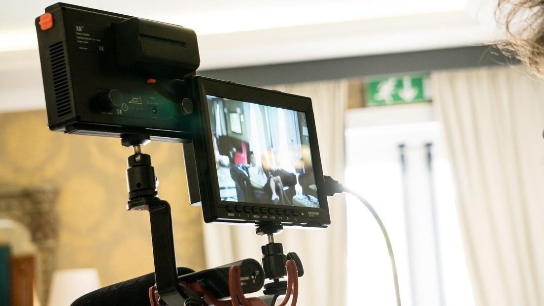 Descubre a un desconocido que habla con su hija pequeña a través de una cámara de seguridad 'hackeada' (VIDEO)