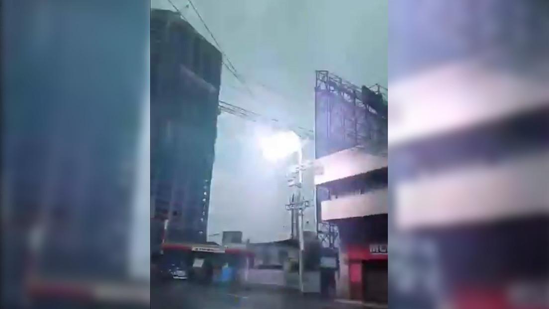 VIDEO: El momento extacto en que un transformador eléctrico explota en Filipinas durante el terremoto de magnitud 6,8