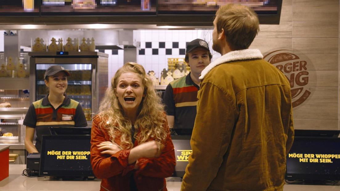Hamburguesas gratis a cambio de leer 'spoilers' en voz alta: Burger King pone a prueba a los fans de Star Wars (VIDEO)