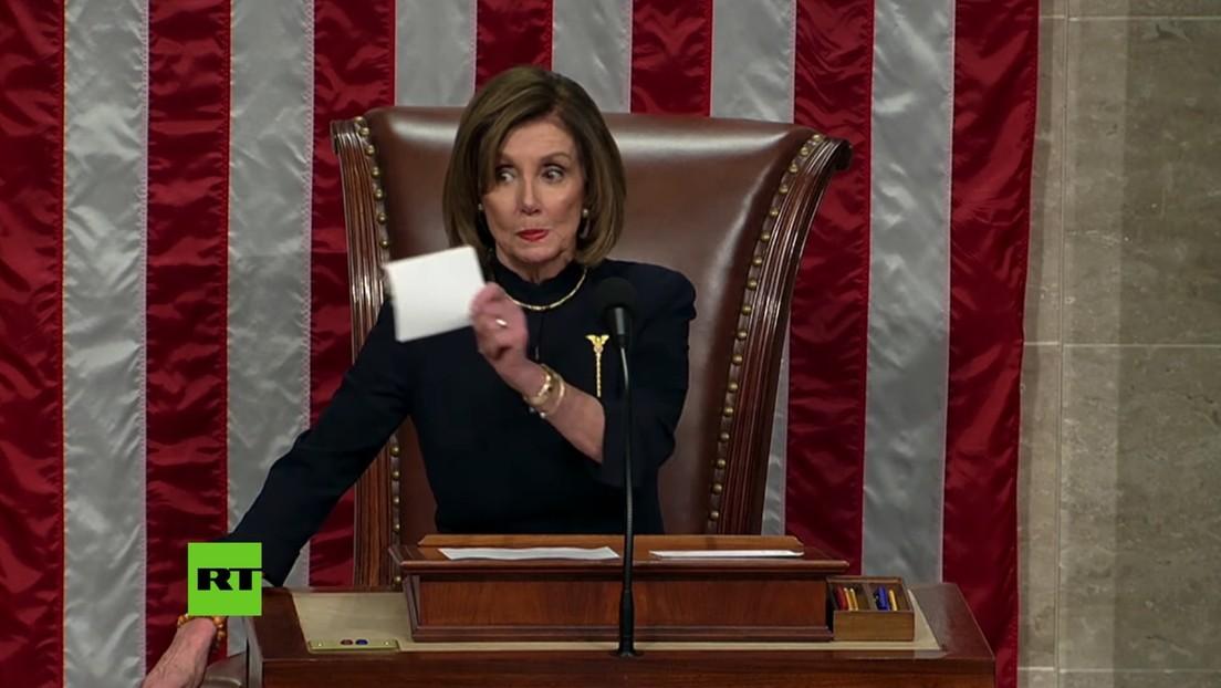 VIDEO: Los demócratas celebran el 'impeachment' contra Donald Trump y Pelosi los silencia con una fulminante mirada