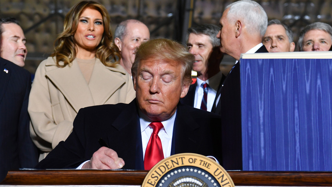 Trump firma presupuesto militar por 738.000 millones de dólares que crea la Fuerza Espacial y dicta sanciones contra el gasoducto Nord Stream 2