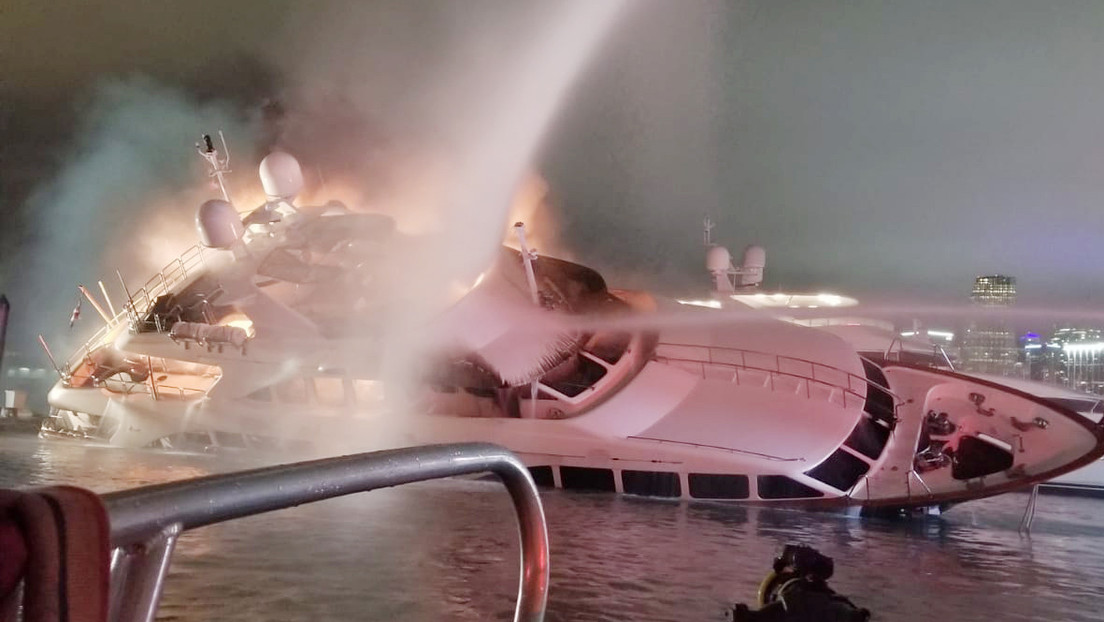 FOTOS, VIDEO: El lujoso yate del cantante Marc Anthony se incendia y luego se hunde en Miami