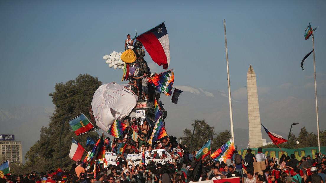 Fans del k-pop, Mon Laferte e Ismael Serrano: Los 'hallazgos' del informe del Gobierno de Chile sobre la participación extranjera en las protestas